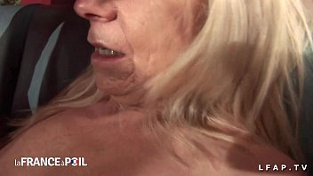Amateur anal casting of a granny double penetrated and fisted