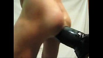 SPOKING THE ASS ON THE DILDO!