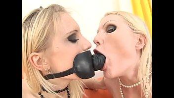 Jenny & Melissa indulge in hardcore lesbian asshole fantasies