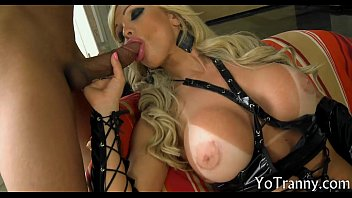 Stunning mature tranny asshole screwed by hard man meat