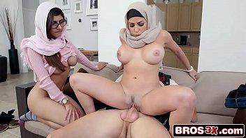 Stepmom Videos - Mia Khalifa is cumming for dinner - Julianna Vega, Mia Khalifa