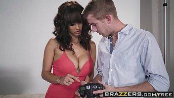 Brazzers - Astros pornôs Like it Big - A cena do Headshot estrelando Isis Love e Danny D