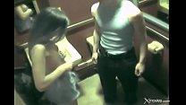 Жена с шикарным телом изменяет в туалете во время вечеринки
