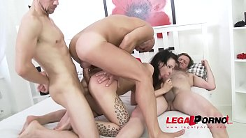 Cosplay nympho Alice Kinkycat loves rough anal fucking with DP
