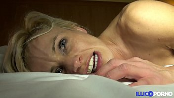 Sexy cougar wants to be fucked [Full Video]