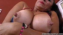 Latina milf Karina takes a hot bath and gets turned on
