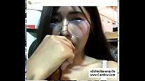 Nong Ki, glasses girl, arranged a V in the room, spreading pussy, fingering, live camera