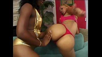 Light skinned black girl fucks darker big booty slut with a double ended dildo