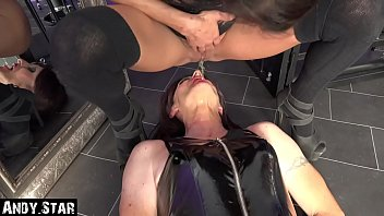 Tranny gets her face pissed by Andy-Star and Bonny free6life Transvestit