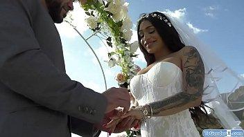 Ts bride Eva Maxim barebacked by a guy