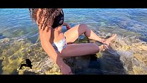 BRUNETTE PISSING AT THE BEACH AND TEASES HER BOYFRIEND WHILE TOUCH HER PUSSY