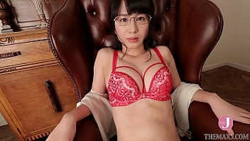 A perverted beauty in red underwear stuffs strawberries in her mouth and leaks her voice [bunc-003]