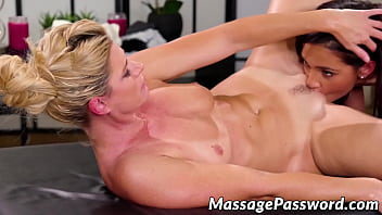 MILF India Summer fingers and eats clients pussy before 69