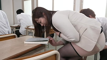 Chisato Shoda, a married woman teacher who gets 10 times wet in a climax class where she can not make a voice