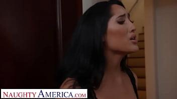 Naughty America - Jennifer White gets neighbor's big cock