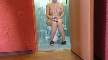 Mom sat in the toilet and jerked off stepson's penis and anal sex