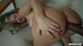 Curvy MILF BBW gets huge cumshot on the ass
