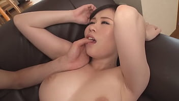 Nanaha Yuri, a 100cm bust and G-cup huge breasts, appears in the model collection! Yuri Nanaha 2