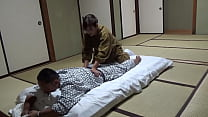 Seducing a Waitress Who Came to Lay Out a Futon at a Hot Spring Inn and Had Sex With Her! The Whole Thing Was Secretly Caught on Camera in the Room!