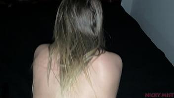 Gata loira Nicky Mist fica com dor porra anal
